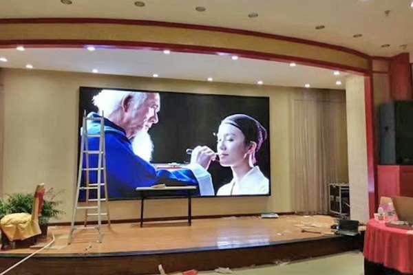 các ưu điểm màn hình led trong nhà