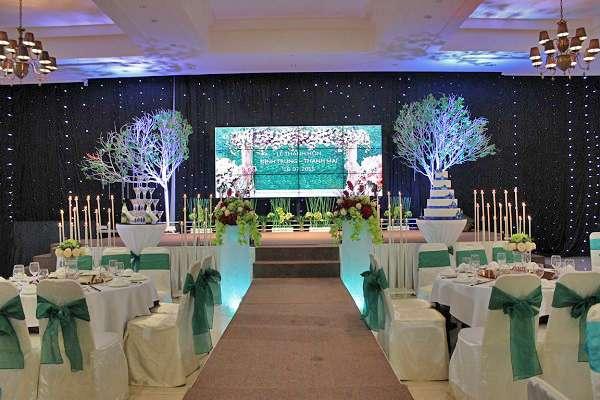 màn hình led nhà hàng tiệc cưới giá rẻ