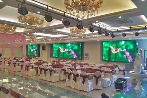 màn hình led nhà hàng tiệc cưới giá