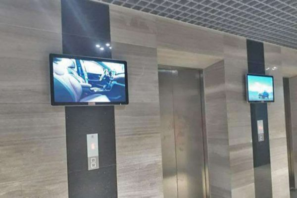 màn hình led trong thang máy giá